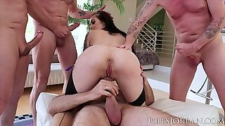 Brazzers xxx: Chesty harina needs a gangbang in a place