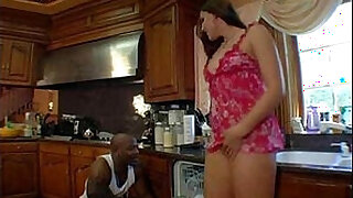 Brazzers xxx: Horny mom fucks the plumber