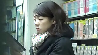 Brazzers xxx: Fingering asian urinates
