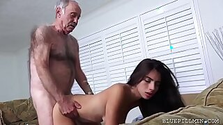 Brazzers xxx: Galactas Latina Teen Stretched by stranger