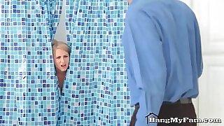 Brazzers xxx: Mom Log Joliet for a Shower