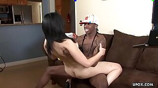 Brazzers xxx: Small pussy Ebony cougar spoiling hair